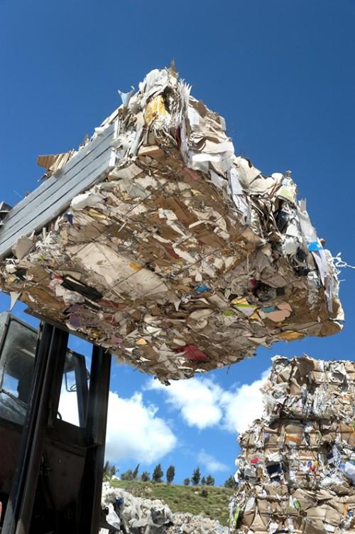 התאית מהווה כמחצית מהחומר באתרי פסולת, כאשר עיקר הפסולת הזו הוא נייר שנערם ומצטבר שנה אחר שנהצילום: שאטרסטוק