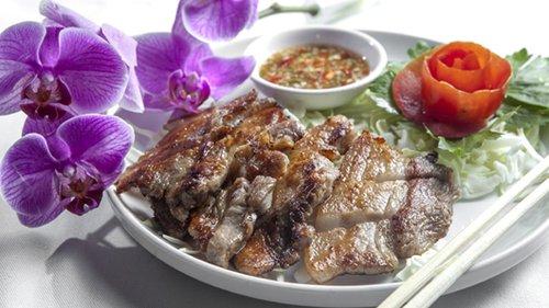 ברוסט חזיר צלוי וסבידה בבית תאילנדי. צילום: אנטולי מיכאלו