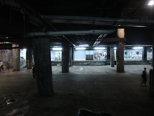 מעברים תת קרקעיים בדיזנגוף סנטר (צילום: רון הנזל)