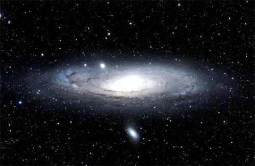 גלקסיית אנדרומדה הרחוקה כ-2.5 מיליון שנות אור מגלקסיית שביל החלב שלנוצילום: מיכאל צוקראן