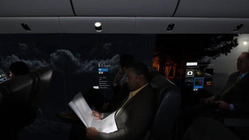 מסכים עצומים לכל אורך המטוס צפויים לייצר כמות אור גדולה וליצור שינויי תאורה משמעותיים בתוך המטוסצילום: CPI