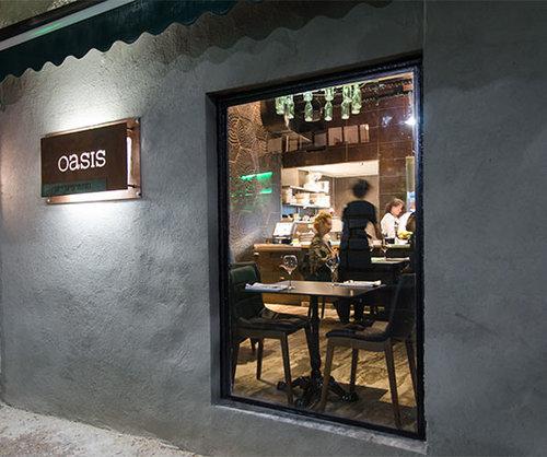 אמנות ואוכל באואזיס. צילום: אנטולי מיכאלו