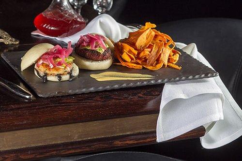 ההמבורגר של פופינה. יאמי (צילום: אנטולי מיכאלו)
