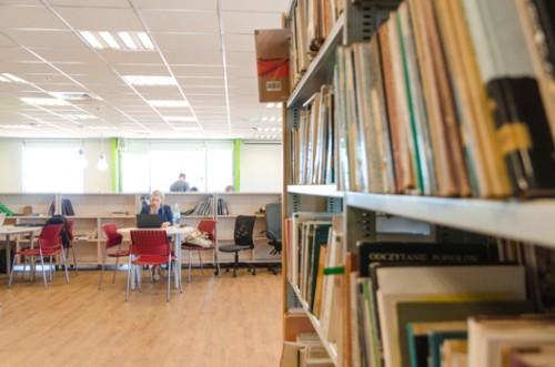 הספריה במגדל שלום (צילום: יולי גורודינסקי)