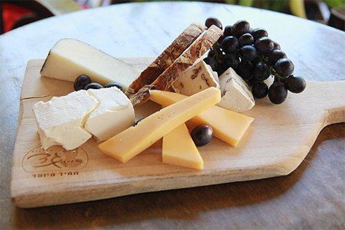 מגש גבינות בקפה מסריק. צילום: זיו ממון