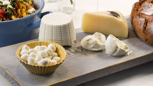 פלטת גבינות. צילום: אנטולי מיכאלו