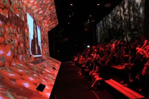 מרכז המדיה בביתן הישראלי של תערוכת Expo (באדיבות קנפו כלימור אדריכלים)