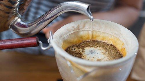קפה חלוט ב-Brewshop צילום: אנטולי מיכאלו