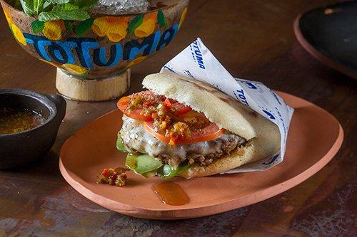 ארפת המבורגר בטוטומה. צילום: אנטולי מיכאלו
