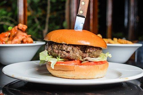 המבורגר בפרוזדור. צילום: יולי גורודינסקי