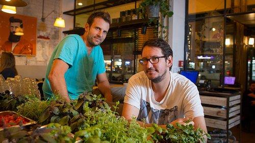 האחים דוקטור במסעדת האחים. צילום: אנטולי מיכאלו