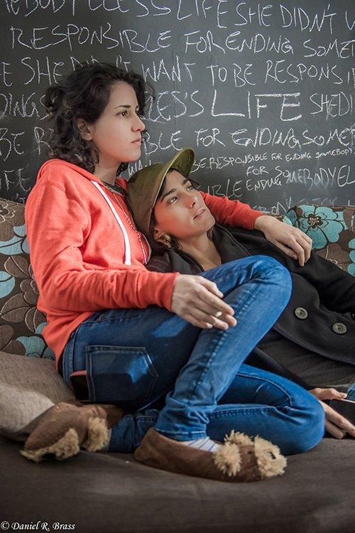 """שתי במאיות, אקדח אחד. """"האישה שרצתה להרוג מישהו"""". צילום: דניאל בראס"""