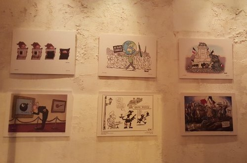 """מוקירים את זכר הנרצחים. מתוך התערוכה """"אחרי שארלי"""" (צילום: נופר וחש)"""