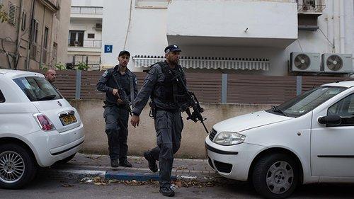 """""""יו, הפעם הציור השבועי לילד ממש קשה"""". חיפוש המחבל בתל אביב. צילום: בן קלמר"""