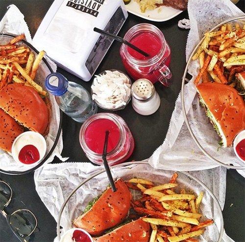 המבורגריית ויטרינה המקורית.צילום: אינסטגרם ויטרינה
