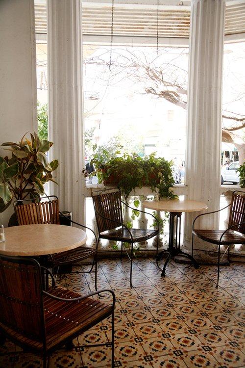 שונה ממסעדות השוק המודרניות. כרמלה בנחלה (צילום: דניה ויינר)