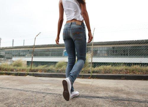 """עד 70 אחוזי הנחה על קולקציות קודמות של נודי ג'ינס בסטורי. צילום: יח""""צ חו""""ל"""