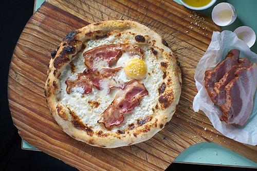 פיצה בייקון בפרונטו קיוסקו (צילום: אנטולי מיכאלו)
