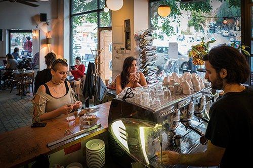 קפה באצ'ו, קטן וקסום. צילום: אנטולי מיכאלו