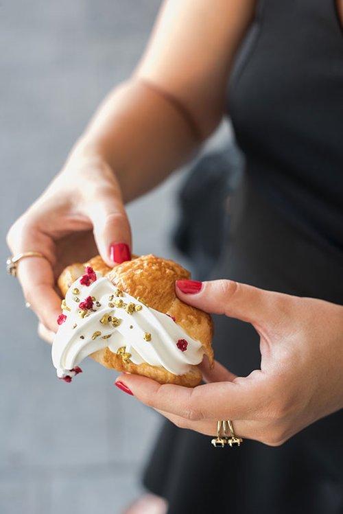מאפה ממולא גלידה של אולהלה (צילום: נמרוד סונדרס)