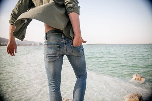 שירות תיקונים חינם ללקוחות נודי ג'ינס. צילום: אורי טאוב