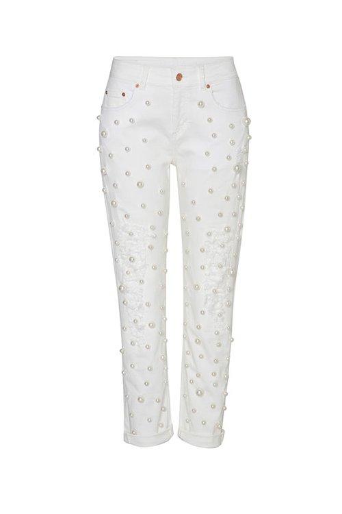 """מכנסיים של אסקדה ספורט בבוטיק מילוס. צילום: יח""""צ"""