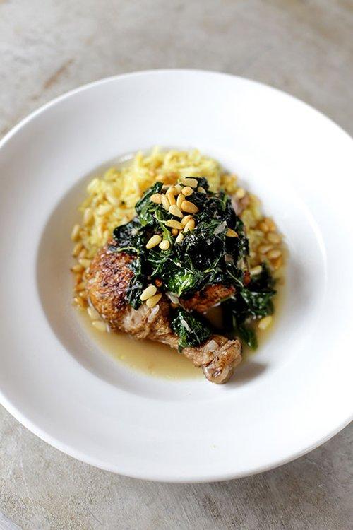 תבשיל עוף ומלוחיה, צילום: דניה ויינר