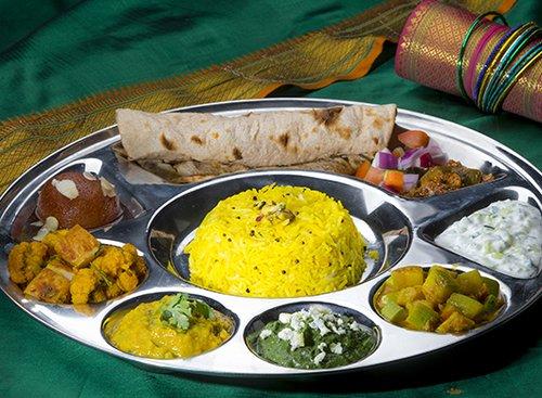 מגש טאלי במסעדת טנדורי. צילום: רמי זורנגר