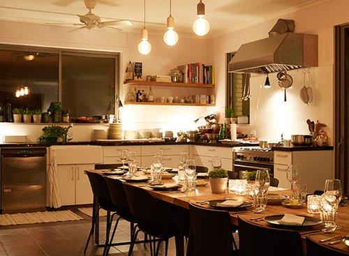 ארוחת EatWith אצל אבנר לסקין בבית. צילום: מתן כץ
