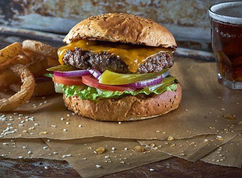 אוי, אתה נראה טוב, אמריקן צ'יזבורגר של וולפנייטס. צילום: אנטולי מיכאלו