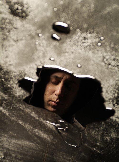 מבט סותר.אסף גברון. צילום: איליה מלניקוב