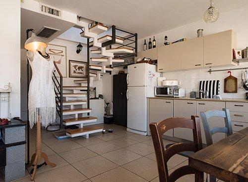בדירה של קארין זלאיט. צילום: נמרוד סונדרס