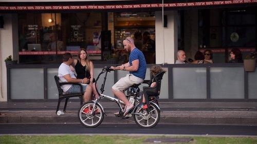 אופניים חשמליים בתל אביב. לא האשמים (צילום: בן קלמר)