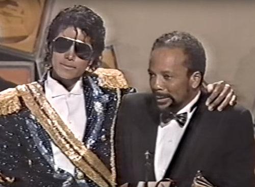 זכייתו של מייקל ג'קסון בגראמי ב-1984. צילום מסך מהטקס