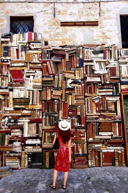 """פשוט ספרות טובה. מתוך """"המוסך"""" (צילום: Graziella Sidoli)"""