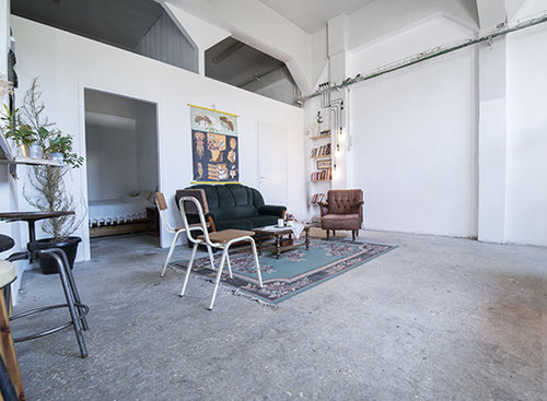 הסלון שבו הכל קורה. צילום: דניאל ז'קונט