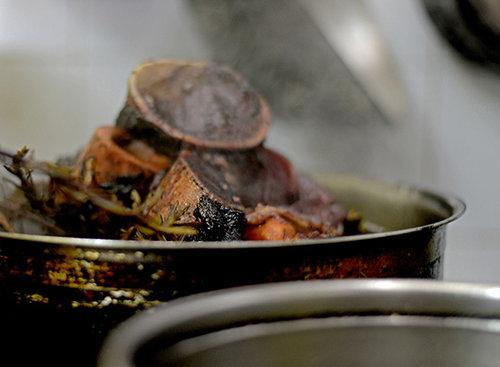 זקוקים לבישול ארוך, מנזר. צילום: רן בירן