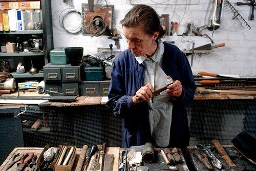 לואיז בורז'ואה בסטודיו שלה בשנת 1974 (צילום: מארק סטדוקאטי)