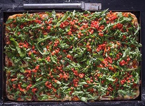 פיצה טבעונית טוני וספה. צילום אנטולי מיכאלו