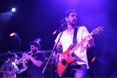 All about the music. Apo and the Apostles live / by Tareq Karram