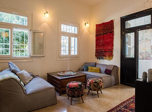 בדירה של מני ביטון. צילום: נמרוד סונדרס