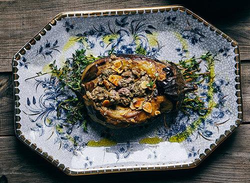 חציל ממולא בבשר טלה, אונזה. צילום: אמיר מנחם