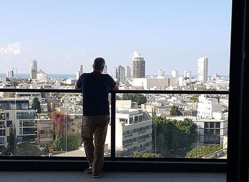 מהמרפסת של גינדיש. (צילום: עדי עוז)