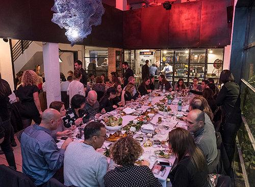 הארוחה הכי יפה בעיר. צילום: אנטולי מיכאלו