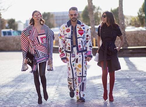 מימין: אבישג נגר, אביחי דעי, רומי ספקטור בשבוע האופנה 2018. צילום: אסף ליברפרוינד