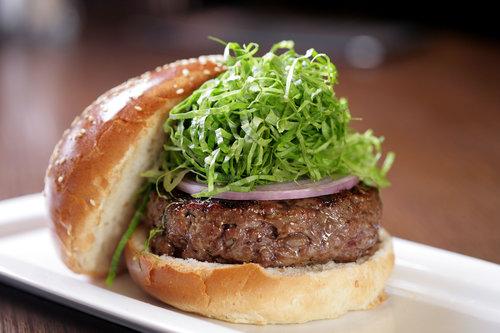 ההמבורגר של המבורג. עולה חדש מרחובות. צילום: דניאל לילה