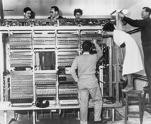 המחשב הראשון. צילום: מכון ויצמן למדע