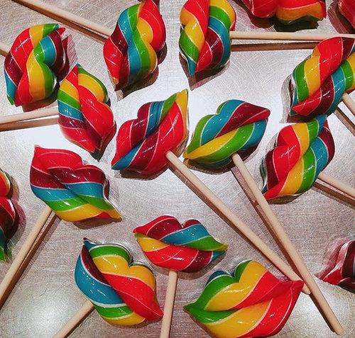 סוכריות נשיקה צבעוניות של פאפה באבלס. צילום: מיכל רובין