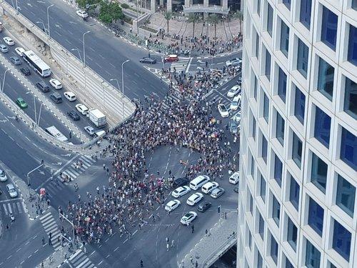 """הפגנה במהלך שביתת הלהט""""בים"""