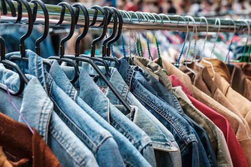 בגדים בקילו (צילום: shutterstock)